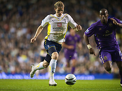 LONDON, ENGLAND - Tuesday, October 27, 2009: Tottenham Hotspur's Roman Pavlyuchenko in action against Everton during the League Cup 4th Round match at White Hart Lane. (Photo by David Rawcliffe/Propaganda)