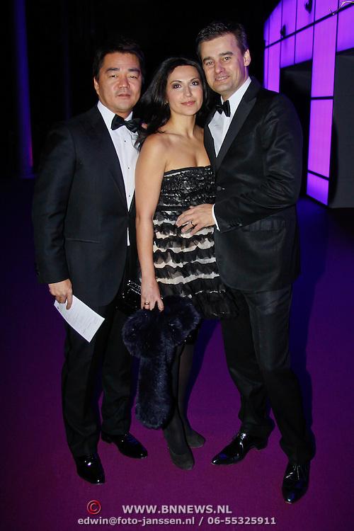 NLD/Amsterdam/20101116 - Inloop JFK Greatest Man Award, Wilfred Genee  met partner Lili Pirayesh en ....