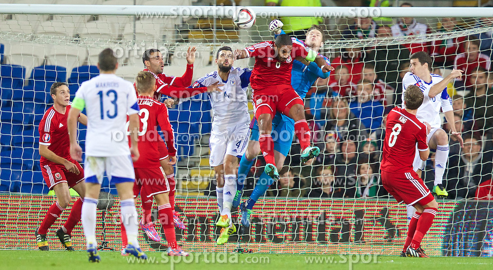 13.10.2014, City Stadium, Cardiff, WAL, UEFA Euro Qualifikation, Wales vs Zypern, Gruppe B, im Bild Wales' goalkeeper Wayne Hennessey is powerless to prevent Cyprus scoring their opening goal // 15054000 during the UEFA EURO 2016 Qualifier group B match between Wales and Cyprus at the City Stadium in Cardiff, Wales on 2014/10/13. EXPA Pictures &copy; 2014, PhotoCredit: EXPA/ Propagandaphoto/ David Rawcliffe<br /> <br /> *****ATTENTION - OUT of ENG, GBR*****