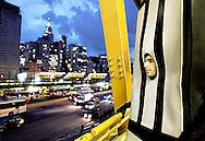 Homem-faixa passeia pelo Terminal Mercado, na zona central de São Paulo. São Paulo, Brasil, março, 23, 2012. Daniel Guimarães