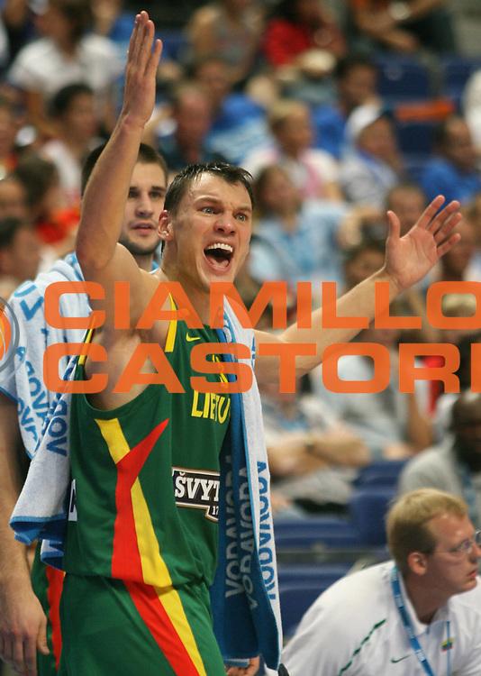 DESCRIZIONE : Madrid Spagna Spain Eurobasket Men 2007 Semi Finals Semifinali Russia Lituania Russia Lithuania <br /> GIOCATORE : Sarunas Jasikevicius<br /> SQUADRA : Lituania Lithuania<br /> EVENTO : Eurobasket Men 2007 Campionati Europei Uomini 2007 <br /> GARA : Russia Lituania Russia Lithuania<br /> DATA : 15/09/2007 <br /> CATEGORIA : Delusione<br /> SPORT : Pallacanestro <br /> AUTORE : Ciamillo&amp;Castoria/A.Vlachos<br /> Galleria : Eurobasket Men 2007 <br /> Fotonotizia : Madrid Spagna Spain Eurobasket Men 2007 Semi Finals Semifinali Russia Lituania Russia Lithuania <br /> Predefinita :