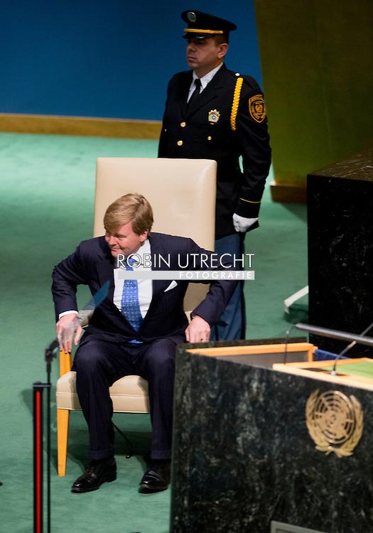 NEW YORK - Koning Willem Alexander houdt een toespraak voor de Algemene Vergadering van de Verenigde Naties (VN). De koning zei ondermeer dat alle landen zich moeten inzetten om de verantwoordelijken van de vliegramp met MH17 te achterhalen en te berechten.  NEW YORK - speech of King Willem Alexander and Queen Maxima arrive at the 70th Session of the UN General Assembly - the United Nations COPYRIGHT ROBIN UTRECHT