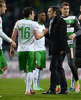 FUSSBALL   1. BUNDESLIGA   SAISON 2013/2014   21. SPIELTAG SV Werder Bremen - Borussia Moenchengladbach      15.02.2014 Trainer Robin Dutt (li) und Zlatko Junuzovic (re, beide SV Werder Bremen) freuen sich nach dem Abpfiff