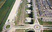 Nederland, Nederland, Vleuten - de Meern, Leidsche Rijn, 17/05/2002; nieuwbouw wijk met eengezinswoningen (inclusief tuintjes en schuttingen van de Gamma) en appartementen flats op de zich immer uitbreidende VINEX lokatie, de nieuwe rondweg reeds in voorbereding; woningbouw grens stad platteland verstedelijking planologie volkshuisvesting wonen;<br /> luchtfoto (toeslag), aerial photo (additional fee)<br /> foto /photo Siebe Swart