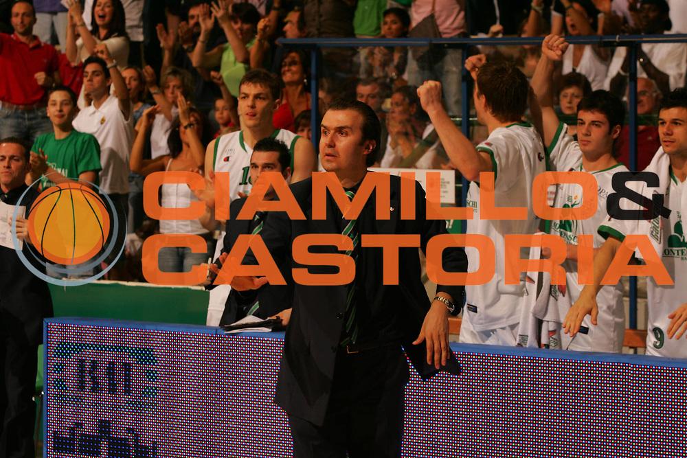 DESCRIZIONE : Siena Lega A1 2006-07 Playoff Finale Gara 1 Montepaschi Siena VidiVici Virtus Bologna <br /> GIOCATORE : Simone Pianigiani <br /> SQUADRA : Montepaschi Siena <br /> EVENTO : Campionato Lega A1 2006-2007 Playoff Finale Gara 1 <br /> GARA : Montepaschi Siena VidiVici Virtus Bologna <br /> DATA : 13/06/2007 <br /> CATEGORIA : Ritratto <br /> SPORT : Pallacanestro <br /> AUTORE : Agenzia Ciamillo-Castoria/P.Lazzeroni