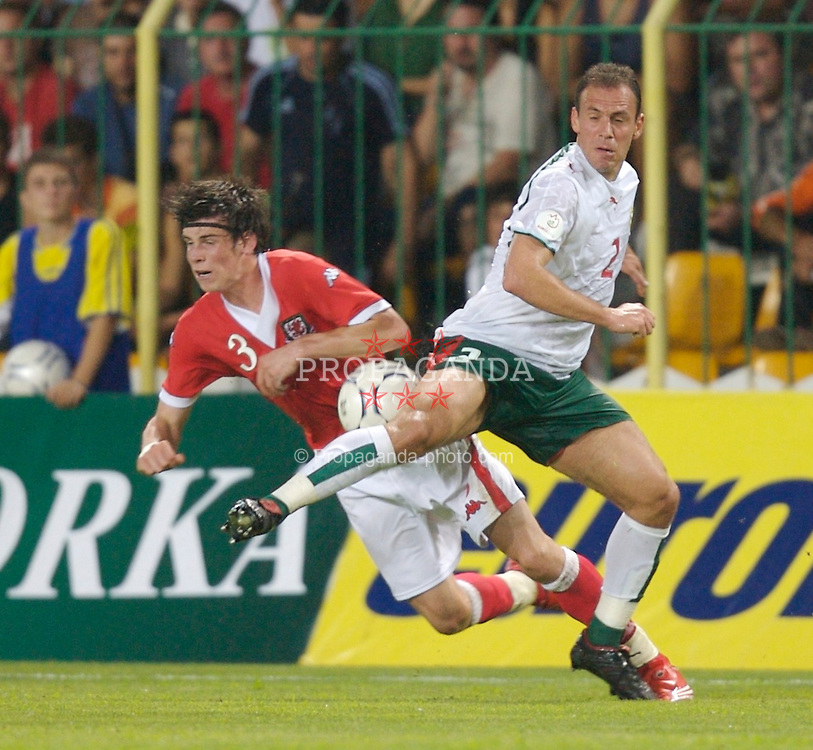 Bourgas, Bulgaria - Wednesday, August 22, 2007: Wales' Gareth Bale and Bulgaria's Radostin Kishishev during the International Friendly match at the Naftex Stadium. (Photo by David Rawcliffe/Propaganda)