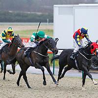 Sofi's Spirit and L P Keniry winning the 12.50 race