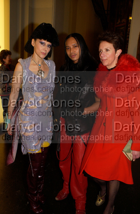 Zaldy and Susanne Barsch and Victoria Fernandez, Opening of Vivienne Weatwood exhibition. V. & A. 30 March 2004. ONE TIME USE ONLY - DO NOT ARCHIVE  © Copyright Photograph by Dafydd Jones 66 Stockwell Park Rd. London SW9 0DA Tel 020 7733 0108 www.dafjones.com