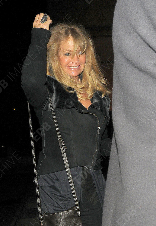 31.MARCH.2011. LONDON<br /> <br /> GOLDIE HAWN LEAVING SCOTTS RESTAURANT IN MAYFAIR BEFORE RETURNING BACK TO HER LONDON HOTEL.<br /> <br /> BYLINE: EDBIMAGEARCHIVE.COM<br /> <br /> *THIS IMAGE IS STRICTLY FOR UK NEWSPAPERS AND MAGAZINES ONLY*<br /> *FOR WORLD WIDE SALES AND WEB USE PLEASE CONTACT EDBIMAGEARCHIVE - 0208 954 5968*