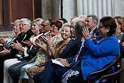 Prinses Beatrix reikt Zilveren Anjers 2018 van het Prins Bernhard Cultuurfonds uit in het Paleis op de dam, Amsterdam. Prinses Beatrix hands out Silver Carnations 2018 of the Prins Bernhard Cultuurfonds in the Paleis op de dam, Amsterdam.<br /> <br /> Op de foto:  Prinses Beatrix / Princess Beatrix