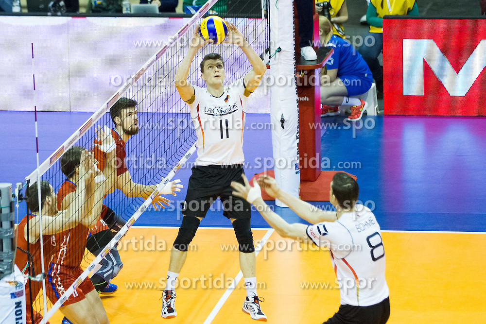 09.01.2016, Max Schmeling Halle, Berlin, GER, CEV Olympia Qualifikation, Deutschland vs Russland, im Bild Zuspiel Lukas Immanuel Kampa (#11, GER) // during 2016 CEV Volleyball European Olympic Qualification Match between Germany and Russia at the Max Schmeling Halle in Berlin, Germany on 2016/01/09. EXPA Pictures © 2016, PhotoCredit: EXPA/ Eibner-Pressefoto/ Wuechner<br /> <br /> *****ATTENTION - OUT of GER*****