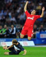 1. Oktober 2011: Berlin, Olympiastadion: Fussball 1. Bundesliga, 8. Spieltag: Hertha BSC - 1. FC Koeln: Berlins Roman Hubnik (blau) gegen Koelns Slawomir Peszko (rot).