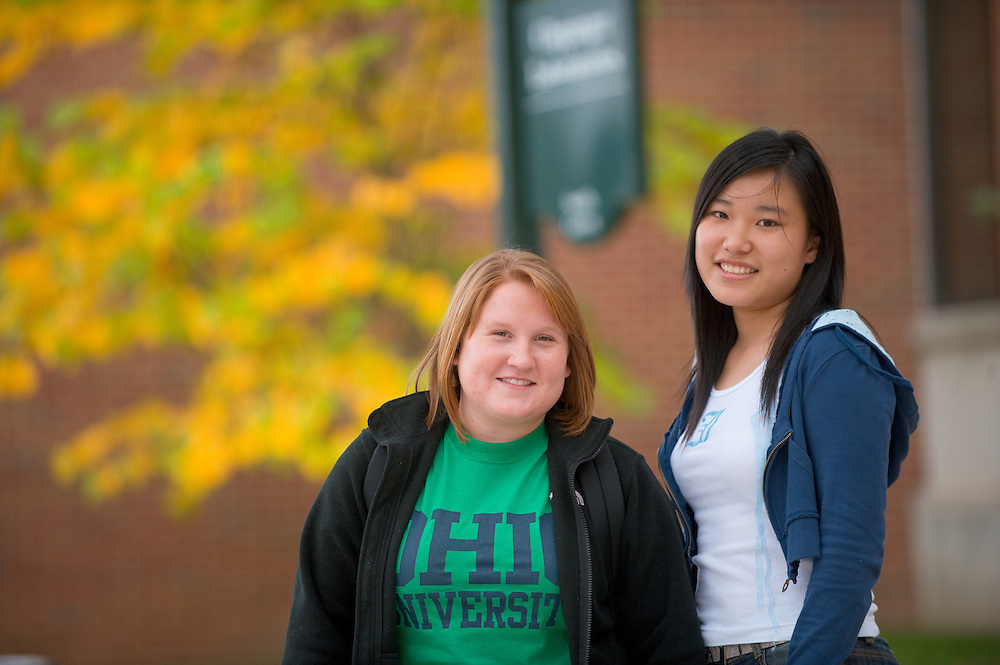 19096Campus Fall....Kristi Selvey and Ruyang Dong