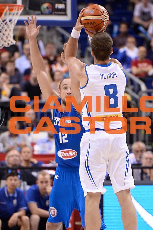 DESCRIZIONE : Berlino Berlin Eurobasket 2015 Group B Iceland Italy <br /> GIOCATORE : Hlynur Baeringsson<br /> CATEGORIA :Controcampo tiro<br /> SQUADRA :  Iceland<br /> EVENTO : Eurobasket 2015 Group B <br /> GARA : Iceland Italy <br /> DATA : 06/09/2015 <br /> SPORT : Pallacanestro <br /> AUTORE : Agenzia Ciamillo-Castoria/Mancini Ivan<br /> Galleria : Eurobasket 2015 <br /> Fotonotizia : Berlino Berlin Eurobasket 2015 Group B Iceland Italy