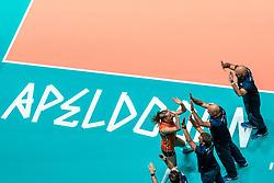 29-05-2019 NED: Volleyball Nations League Netherlands - Bulgaria, Apeldoorn<br /> Team Netherlands Eline Timmerman #31 of Netherlands, Coach Jamie Morrison of Netherlands, Ass coach Marko Klok of Netherlands