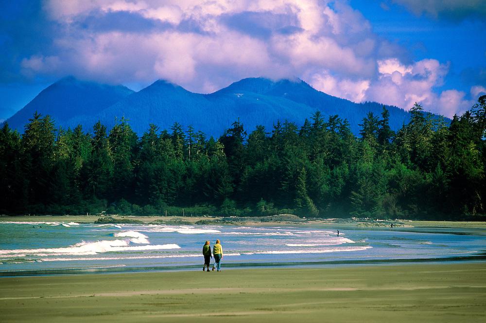 Chesterman Beach (Wickaninnish Inn in back), near Tofino, Vancouver Island, British Columbia, Canada..
