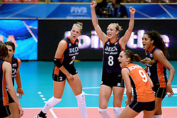 24-09-2014 ITA: World Championship Volleyball Thailand - Nederland, Verona<br /> Vreugde bij Femke Stoltenborg, Judith Pietersen, Myrthe Schoot, Celeste Plak