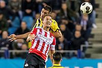 ARNHEM - Vitesse - PSV , Voetbal , Eredivisie , Seizoen 2016/2017 , Gelredome , 29-10-2016 ,  Vitesse speler Matt Miazga (l) in duel met PSV speler Luuk de Jong (r)