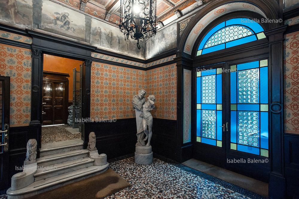 Milano, via Jacini, sede della casa editrice La nave di Teseo. Ingresso, entrance