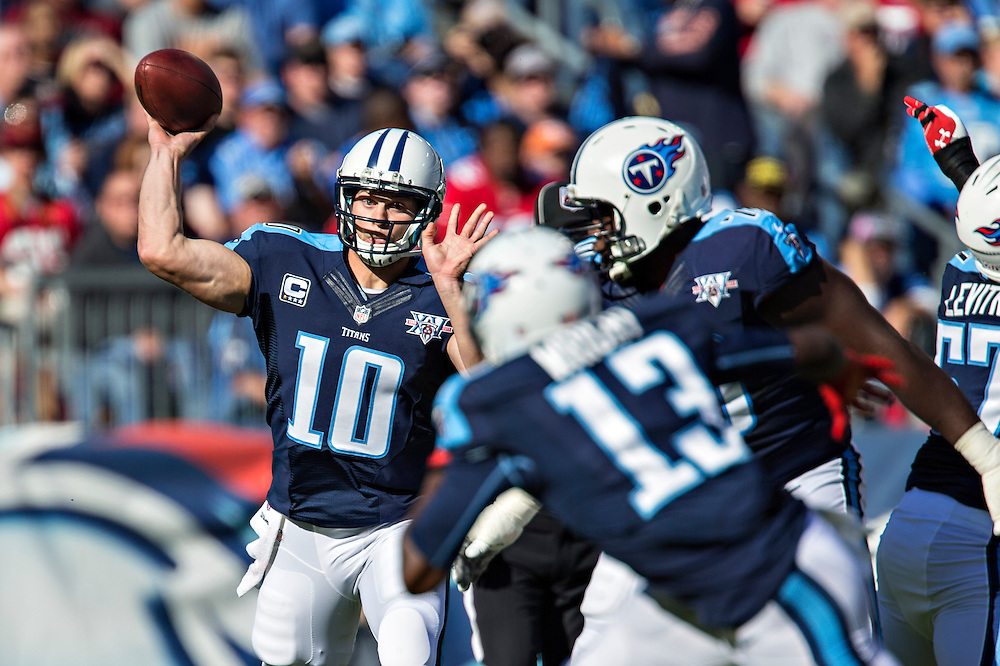 NASHVILLE, TN - OCTOBER 20:  Jake Locker #10 of the Tennessee Titans throws a pass against the San Francisco 49ers at LP Field on October 20, 2013 in Nashville, Tennessee.  The 49ers defeated the Titans 31-17.  (Photo by Wesley Hitt/Getty Images) *** Local Caption *** Jake Locker