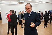 SIMON DE PURY, Hoxton Sq projects auction in aid of Shelter. .- Hoxton sq. Gallery. 24 November 2010. . -DO NOT ARCHIVE-© Copyright Photograph by Dafydd Jones. 248 Clapham Rd. London SW9 0PZ. Tel 0207 820 0771. www.dafjones.com.