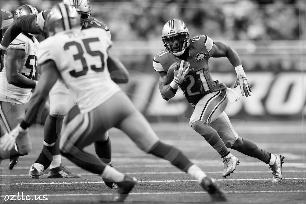 Detroit Lions running back Ameer Abdullah (21) rushes against the San Francisco 49ers during an NFL football game at Ford Field in Detroit, Sunday, Dec. 27, 2015. (AP Photo/Rick Osentoski)