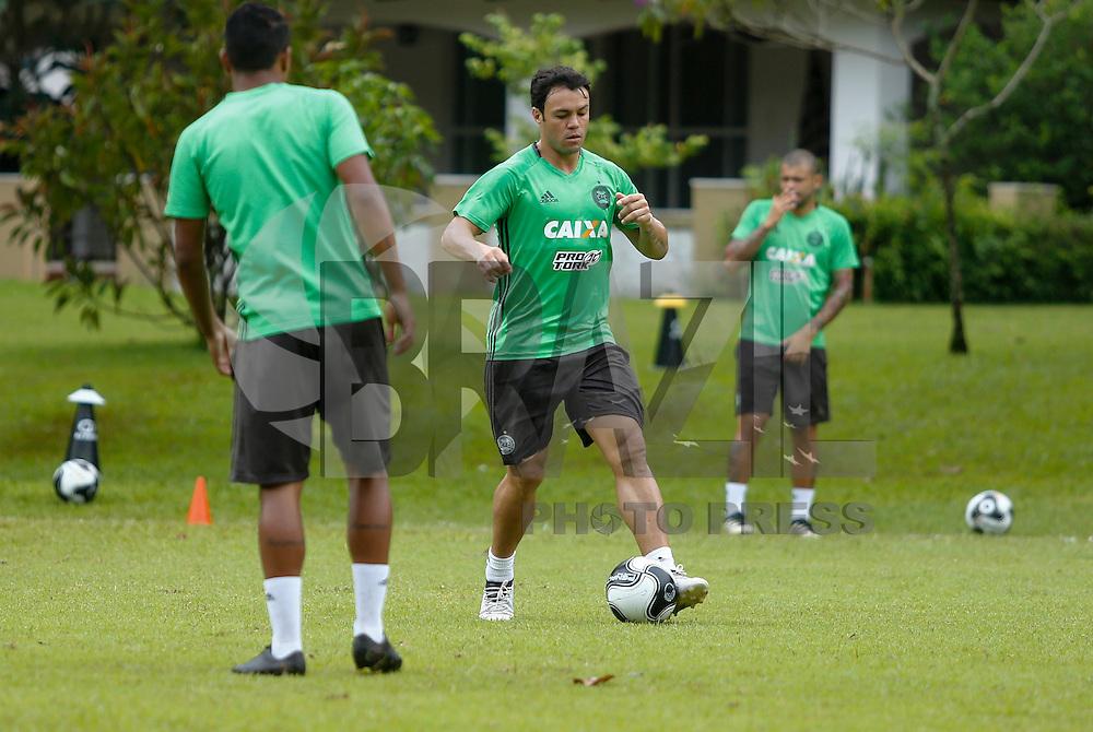 FOZ DO IGUAÇU, PR, 17.01.2017 – CORITIBA –  Jogadores do Coritiba durante treinamento no campo do Hotel Bourbon em Foz do Iguaçu na manhã desta terça-feira (17).  (Foto: Paulo Lisboa/Brazil Photo Press)
