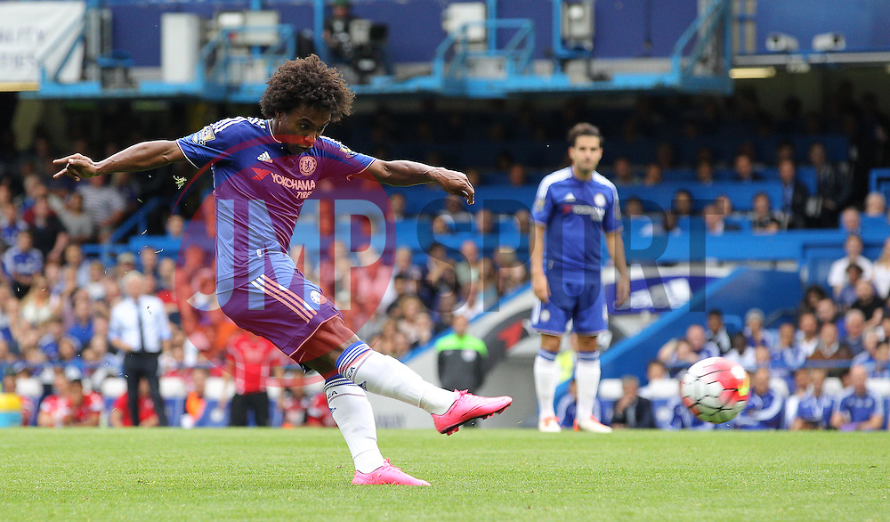 Willian of Chelsea has a shot on goal - Mandatory byline: Paul Terry/JMP - 07966386802 - 29/08/2015 - FOOTBALL - Stamford Bridge -London,England - Chelsea v Crystal Palace - Barclays Premier League