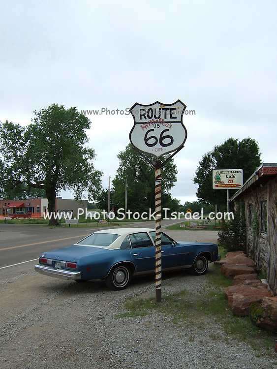 USA, Oklahoma, Arcadia, The Route 66 sign outside the Hillbillee's Cafe on Historic Route 66.