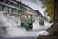 Den Haag , 29 april 2016 - Aanleg van een nieuwe nieuwe laag asfaltlaag bij de reconstructie van de Laan van Meerdervoort in Den Haag door de BAM.<br /> Foto: Phil Nijhuis