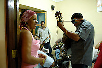 13 JAN 2006, SAO FELIPE/FOGO/CABO VERDE:<br /> Live Musik in der Bar Restaurante Maria Amelia, Sao Felipe, Insel Fogo<br /> Live music into the Bar Restaurante Maria Amelia, Sao Felipe, Island Fogo<br /> IMAGE: 20060131-01-011<br /> KEYWORDS: Reise, Travel, Restaurant, Third World, Dritte Welt