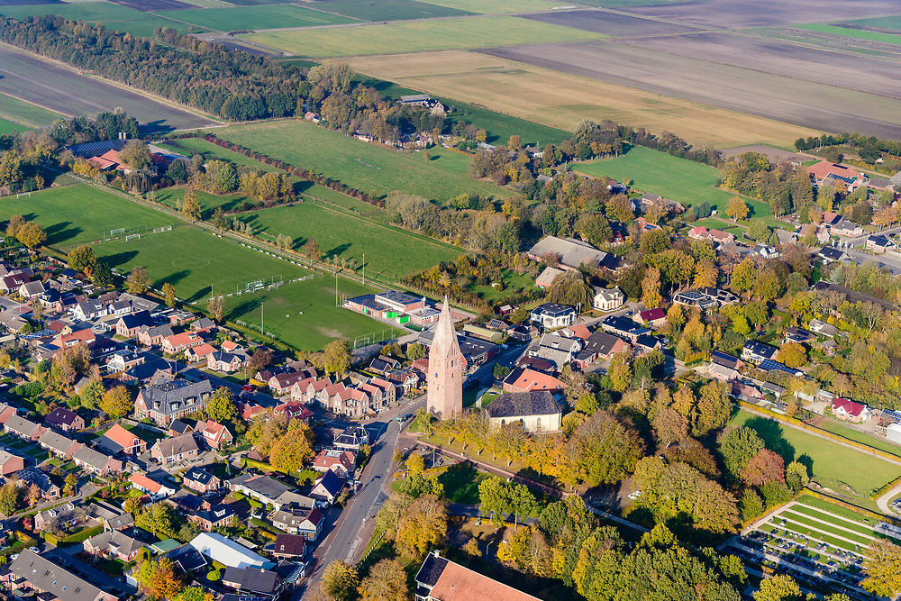 Nederland, Groningen, Gemeente Midden-Groningen, 04-11-2018; Schildwolde midden in het door aardbevingen getroffen gebied, bevingen die het gevolg zijn van de winning van aardgas.<br /> Village in the middle of the earthquake-affected area. The earthquakes that are the result of the extraction of natural gas.<br /> <br /> luchtfoto (toeslag op standaard tarieven);<br /> aerial photo (additional fee required);<br /> copyright© foto/photo Siebe Swart