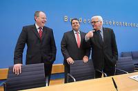 """15 MAY 2012, BERLIN/GERMANY:<br /> Peer Steinbrueck (L), SPD, Bundesminister a.D., Sigmar Gabriel (M), SPD Parteivorsitzender, Frank-Walter Steinmeier (R), SPD Fraktionsvorsitzender, vor Beginn der Pressekonferenz zum Thema """" Der Weg aus der Krise – Wachstum und Beschäftigung in Europa"""", Bundespressekonferenz<br /> IMAGE: 20120515-01-018<br /> KEYWORDS: Peer Steinbrück"""
