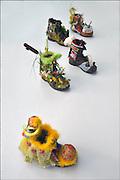 Nederland, Nijmegen, 7-6-2016Een vierdaagseloopster,  Mevr. Lockhorst, maakte een serie thematisch versierde schoenen die met het evenement te maken hebben. De schoenen zijn onderdeel van de vierdaagse expositie die momenteel in museum het Valkhof in Nijmegen gehouden wordt.Foto: Flip Franssen