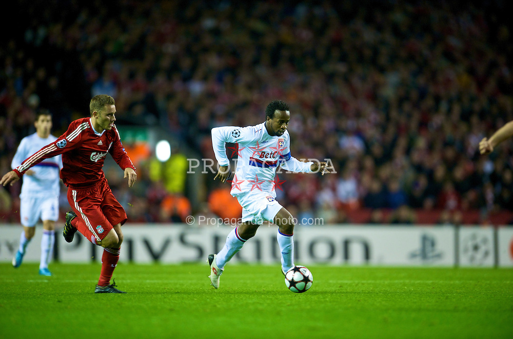 LIVERPOOL, ENGLAND - Tuesday, October 20, 2009: Olympique Lyonnais's Sidney Govou during the UEFA Champions League Group E match against Liverpool at Anfield. (Pic by David Rawcliffe/Propaganda)