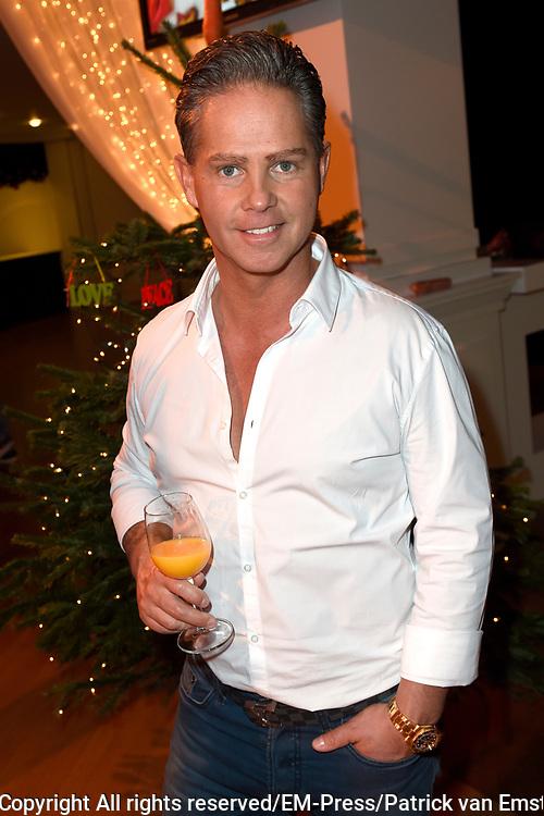 Sky Radio's jaarlijkse goede doelen-event Christmas Tree For Charity in Studio 22, Hilversum.<br /> <br /> Op de foto:  Danny de Munk