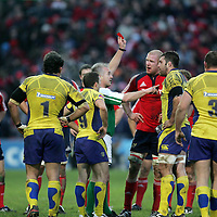 Munsters Paul O Connell gets a yellow card and Clermont Auvergne's Jamie Cudmore sees red after a bust up in thier meeting in the Heineken Cup game in Thomand Park on Saturday.<br /> Pic. Brian Arthur/ Press 22