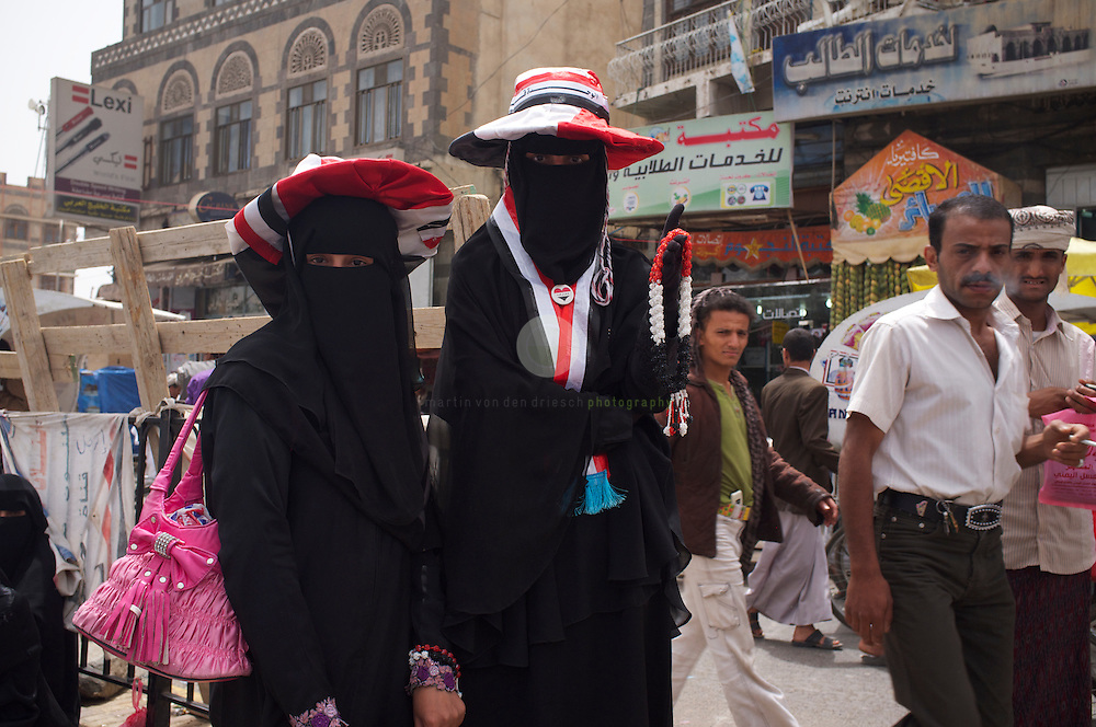 Turmoil in Yemen: ASIA, YEMEN, SANA, 20.06.2011: For months, protesters of all colors have been staying in tents at Change Square, demanding the resignation of President Ali Abdullah Saleh and an end to his regime. Young Yemeni women - many of them mothers - have been an active element of these protests, claiming more rights and freedom.