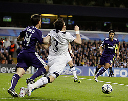 13.04.2011, White Hart Lane, London, ENG, UEFA CL, Tottenham Hotspur vs Real Madrid, im Bild Tottenham's Gareth Bale fouled in the box abd goes down  during the match between Tottenham and Real Madridv  as second leg of the QOF of the Uefa Champions League  at White Hart Lane in London  on 13/04/2011. EXPA Pictures © 2011, PhotoCredit: EXPA/ IPS/ Marcello Pozzetti +++++ ATTENTION - OUT OF ENGLAND/UK and FRANCE/FR +++++