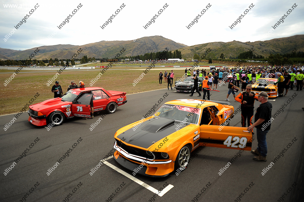 A general view of the Central Muscle Cars, prior to the Central Muscle Cars race, held at Highlands Motorsport Park, Cromwell, Otago, New Zealand. 25 January 2014. Credit: Joe Allison / allisonimages.co.nz