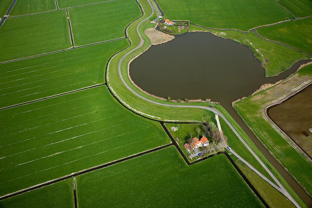 Nederland, Noord-Holland, Gemeente Schagen, 28-04-2010; Westfriese Dijk, onderdeel van de Westfriese Omringdijk, de vroegere zeewering.  Het wiel (Keinsmerwiel)  is het restant van een vroegere dijkdoorbraak..Westfriese Dijk, part of the 'Westfrisian Surrounding Dike'. The water is the remnant of dike breache is  the past.luchtfoto (toeslag), aerial photo (additional fee required).foto/photo Siebe Swart
