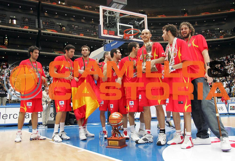 DESCRIZIONE : Saitama Giappone Japan Men World Championship 2006 Campionati Mondiali Final Greece-Spain <br /> GIOCATORE : Team Spagna <br /> SQUADRA : Spain Spagna <br /> EVENTO : Saitama Giappone Japan Men World Championship 2006 Campionato Mondiale Final Greece-Spain <br /> GARA : Greece Spain Grecia Spagna <br /> DATA : 03/09/2006 <br /> CATEGORIA : Esultanza <br /> SPORT : Pallacanestro <br /> AUTORE : Agenzia Ciamillo-Castoria/M.Kulbis <br /> Galleria : Japan World Championship 2006<br /> Fotonotizia : Saitama Giappone Japan Men World Championship 2006 Campionati Mondiali Final Greece-Spain <br /> Predefinita :