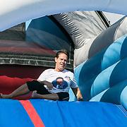 NLD/Amsterdam/20180925 - BN'ers over stormbaan voor metabole ziekte, Danny de Munck gaat van de glijbaan