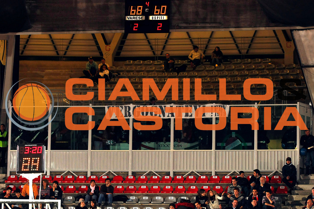 DESCRIZIONE : Varese Lega A1 2007-08 Cimberio Varese La Fortezza Virtus Bologna<br /> GIOCATORE : Delusione Tifosi La Fortezza Virtus Bologna<br /> SQUADRA : La Fortezza Virtus Bologna<br /> EVENTO : Campionato Lega A1 2007-2008<br /> GARA : Cimberio Varese La Fortezza Virtus Bologna<br /> DATA : 16/12/2007<br /> CATEGORIA : Delusione Tifosi<br /> SPORT : Pallacanestro<br /> AUTORE : Agenzia Ciamillo-Castoria/G.Cottini<br /> Galleria : Lega Basket A1 2007-2008<br /> Fotonotizia : Varese Campionato Italiano Lega A1 2007-2008 Cimberio Varese La Fortezza Virtus Bologna<br /> Predefinita :