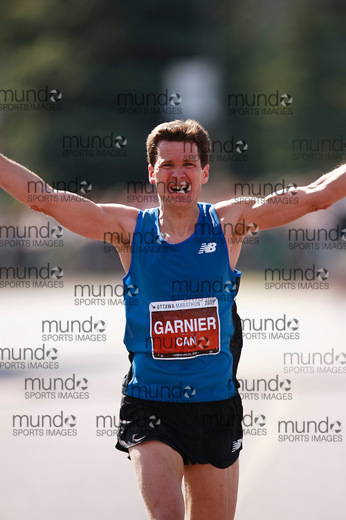 Ottawa, Ontario ---24/05/09--- LOUIS-PHILIPPE GARNIER runs the 2009 Ottawa Marathon, May 24, 2009. GARNIER finished in a time of 2:34:41.GEOFF ROBINS Mundo Sport Images