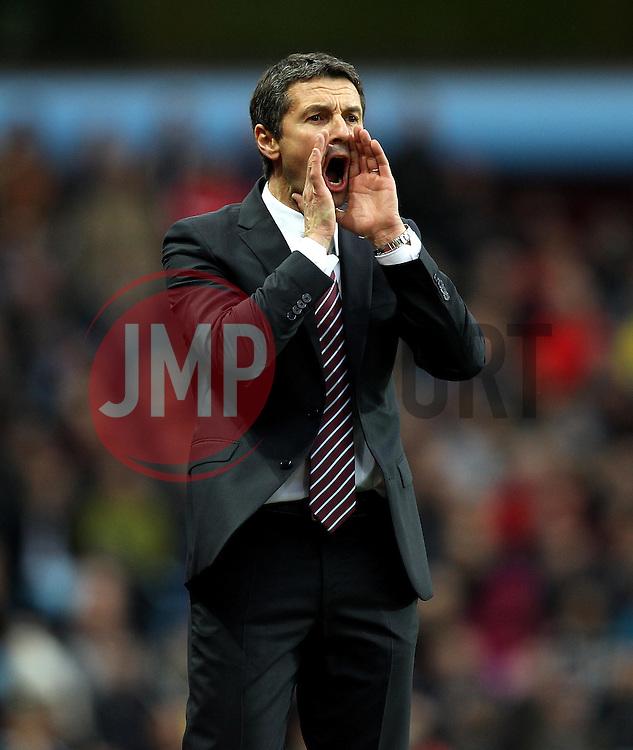 Aston Villa Manager Remi Garde shouts to his players - Mandatory byline: Robbie Stephenson/JMP - 07966 386802 - 08/11/2015 - FOOTBALL - Villa Park - Birmingham, England - Aston Villa v Manchester City - Barclays Premier League