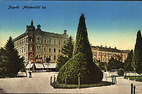 Zagreb : Akademički trg. <br /> <br /> ImpresumZagreb : S.n., [1916].<br /> Materijalni opis1 razglednica : svjetlotisak ; 8.9 x 13.8 cm.<br /> Mjesto izdavanjaZagreb<br /> Vrstarazglednice<br /> ZbirkaGrafička zbirka NSK • Zbirka razglednica<br /> ProjektPozdrav iz Hrvatske<br /> Formatimage/jpeg<br /> PredmetZagreb –– Trg Josipa Jurja Strossmayera<br /> Jezikhrvatski<br /> SignaturaRZG-STRG-23<br /> Obuhvat(vremenski)20. stoljeće<br /> NapomenaRazglednica je putovala 1916. godine.<br /> PravaJavno dobro<br /> Identifikatori000920383<br /> NBN.HRNBN: urn:nbn:hr:238:164460 <br /> <br /> Izvor: Digitalne zbirke Nacionalne i sveučilišne knjižnice u Zagrebu