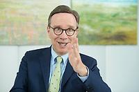 19 JUL 2016, BERLIN/GERMANY:<br /> Matthias Wissmann, Praesident Verband der Automobilindustrie, VDA, waehrend einem Interview, Geschaeftsräume des VDA<br /> IMAGE: 20160719-01-050