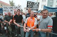 23 AUG 2000, NORDHAUSEN/GERMANY:<br /> Arbeiter der DEUSA Stahlwerke und Aufbereitungs GmbH demonstrieren fuer den Erhalt ihrer Arbeitsplätze, vor dem Rathaus, Sommerreise des Kanzlers durch die Ostdeutschen Bundeslaender<br /> IMAGE: 20000823-01/01-25<br /> KEYWORDS: Worker, Demo, Demonstration, Demonstrant, demonstrator