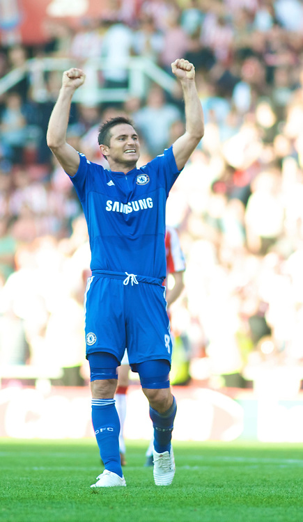 STOKE, ENGLAND - Saturday, September 12, 2009: Chelsea's Frank Lampard celebrates his side's late injury time victory over Stoke City during the Premiership match at the Britannia Stadium. (Pic by Gareth Davies/Propaganda)
